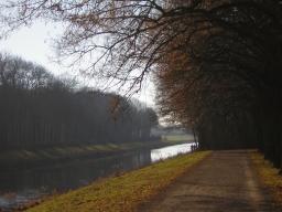 Weg am Elsterbecken im Herbst